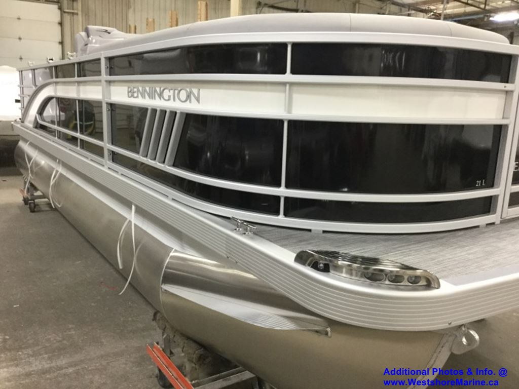 New 2021 BENNINGTON 21 STERN FISHING INCLUDES 90HP MIDNIGHT BLACK